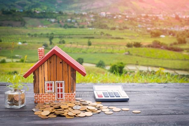 Risparmia denaro per l'acquisto di una casa, con l'obiettivo di spendere soldi
