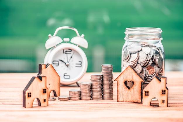 Risparmiare denaro per il settore immobiliare con l'acquisto di una nuova casa e il prestito