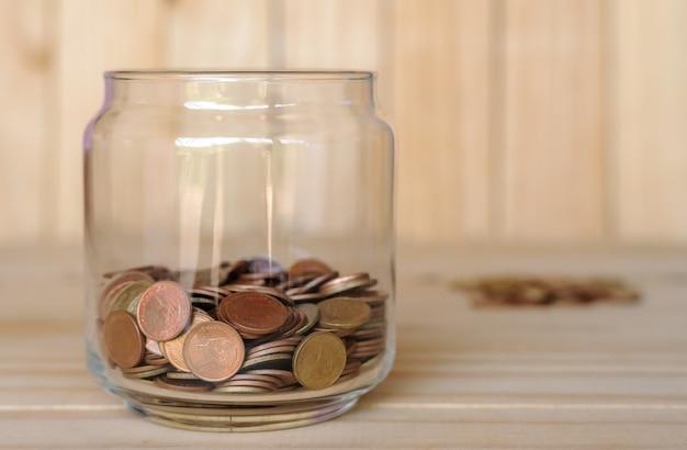 Risparmiare denaro per la pensione per il concetto di business finanziario
