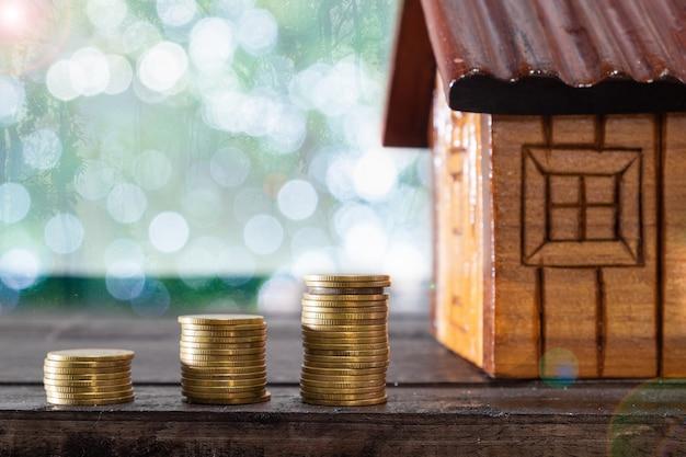 Risparmio di denaro concetto, crescente business, il concetto di risparmio finanziario per comprare una casa.