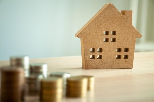 Risparmio di denaro per l'acquisto di una casa