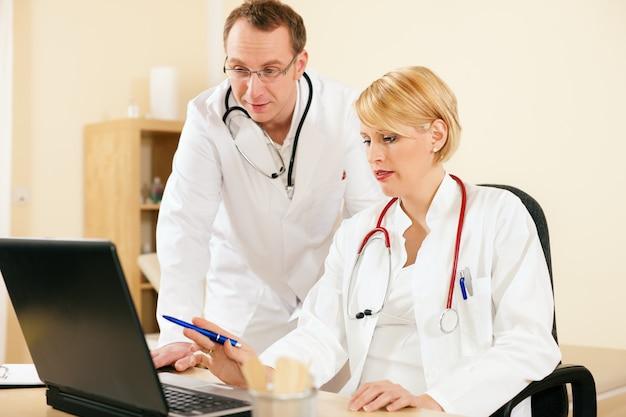 Risultati dei test di discussione di due medici