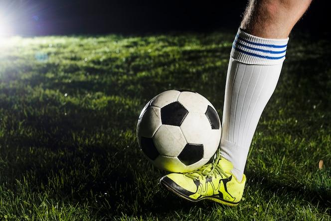 Ritagliare la gamba con la palla