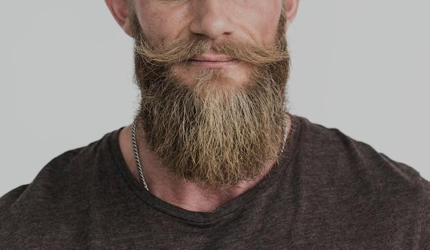 Ritagliata foto ritratto barbuto ragazzo casual