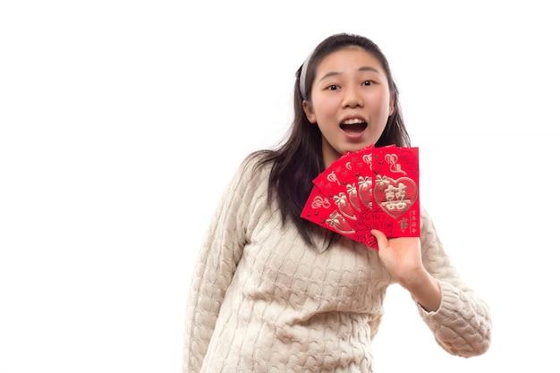 Ritaglio dello studio femminile del cheongsam felice