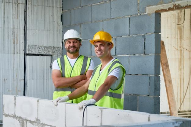 Ritratto dei muratori sorridenti