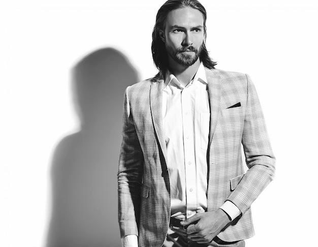 Ritratto del modello di uomo d'affari alla moda hipster alla moda bello vestito in elegante abito azzurro