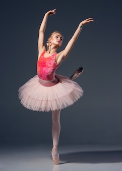 Ritratto della ballerina in posa di balletto