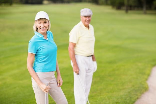 Ritratto delle coppie sicure del giocatore di golf