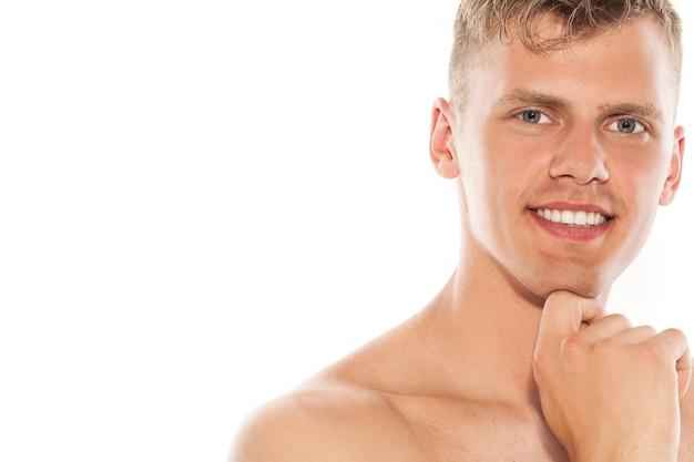 Ritratto di bel ragazzo nudo