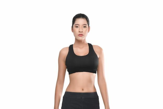 Ritratto di crescita della donna fitness in abbigliamento sportivo.