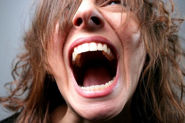 Ritratto di donna che grida