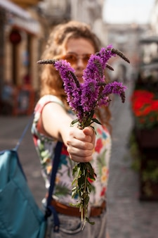 Ritratto di donna con fiori
