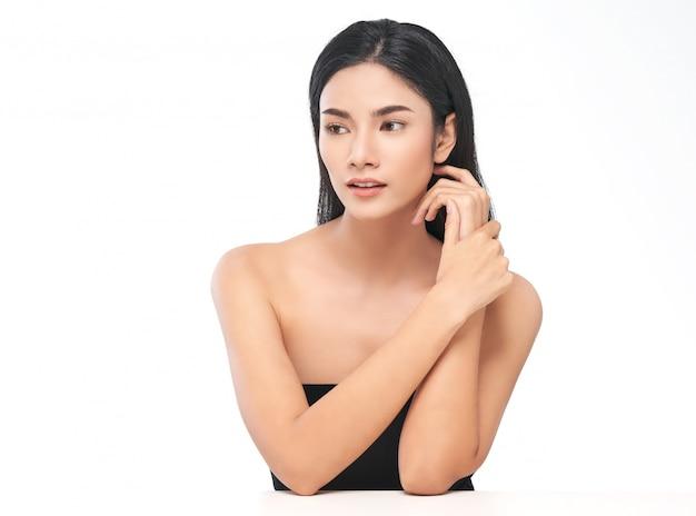 Ritratto di donna con la pelle pulita perfetta