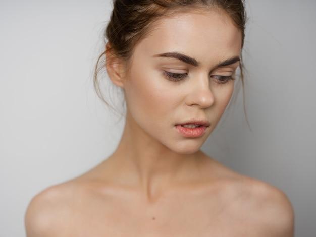 Ritratto di donna giovane e bella