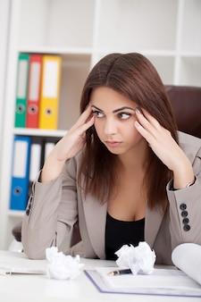 Ritratto di donna in ufficio.