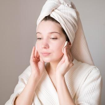 Ritratto di donna pulizia viso