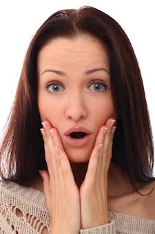 Ritratto di donna sorpresa con la bocca aperta