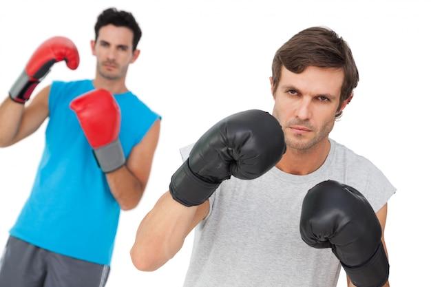 Ritratto di due pugili maschi che praticano
