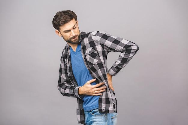 Ritratto di fare smorfie del ribaltamento triste insoddisfatto di dolore serio nell'uomo posteriore che indossa casuale isolato sul copia-spazio grigio grigio della parete.