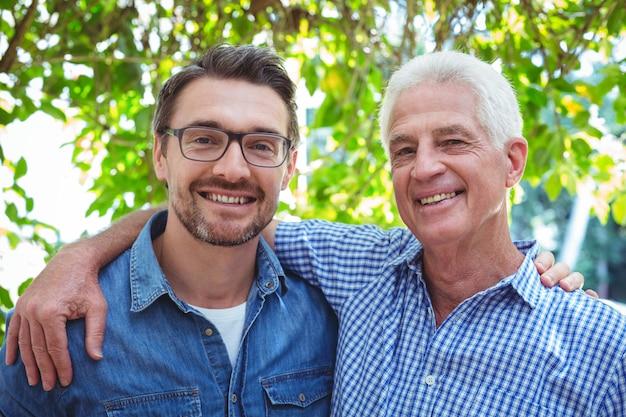 Ritratto di felice padre e figlio
