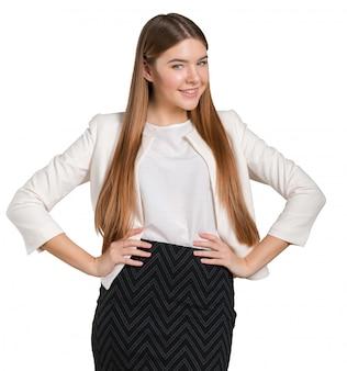 Ritratto di giovane donna fiduciosa in piedi
