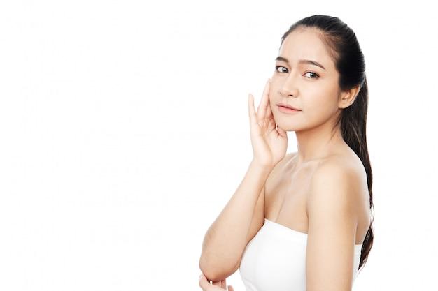 Ritratto di giovane e bella donna asiatica