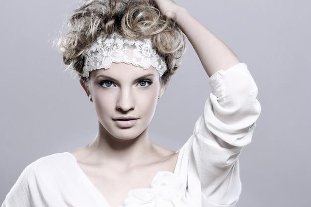 Ritratto di giovane e bella donna