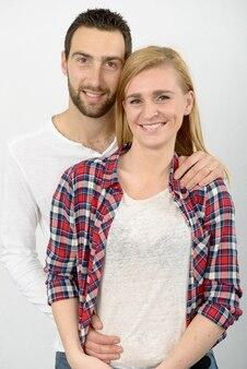 Ritratto di giovani coppie felici