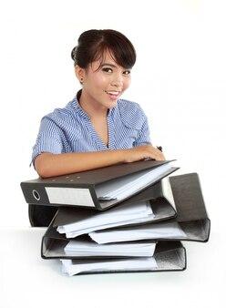 Ritratto di giovani donne felici di affari