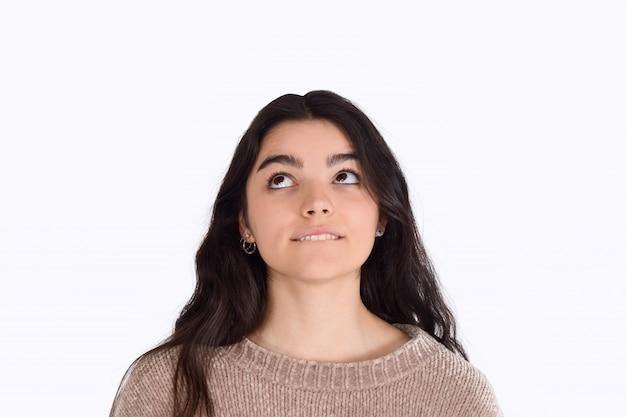 Ritratto di pensiero della giovane donna
