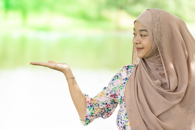 Ritratto di ragazza musulmana