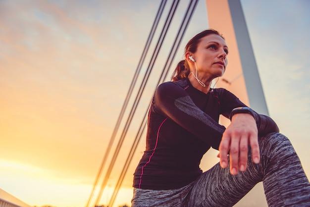 Ritratto di riposo delle donne di forma fisica