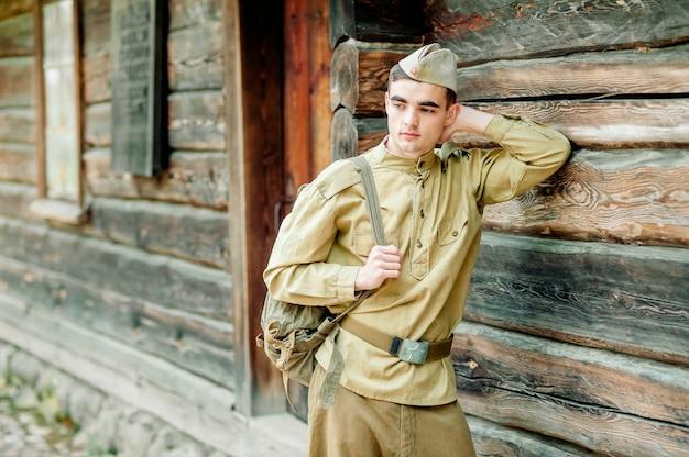 Ritratto di sodat, guerra, militare in uniforme, servizio militare