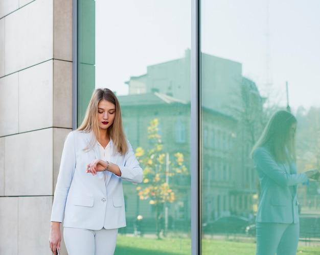 Ritratto di stile di vita della donna di affari