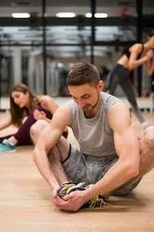 Ritratto di trainer pronto per allenamento