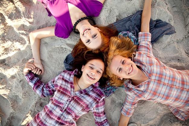 Ritratto di tre belle ragazze.