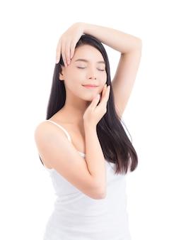 Ritratto di trucco asiatico della bella donna del cosmetico.