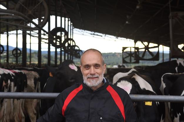 Ritratto di un contadino con mucche