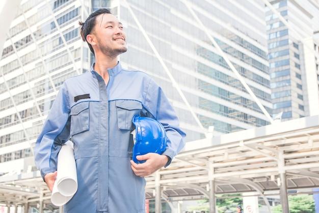 Ritratto di un ingegnere al lavoro