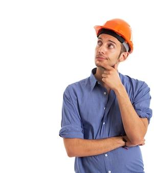 Ritratto di un lavoratore guardando lo spazio bianco copia