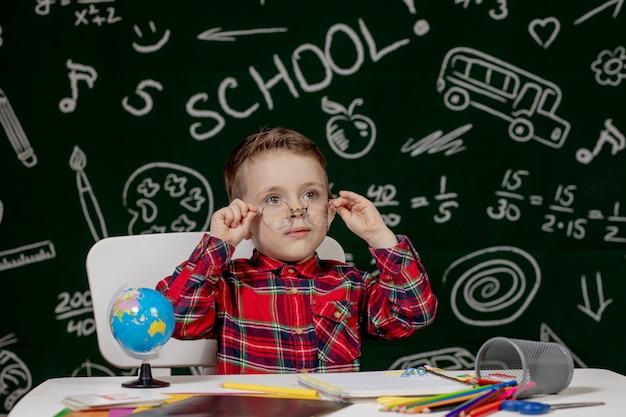 Ritratto di un ragazzino con gli occhiali