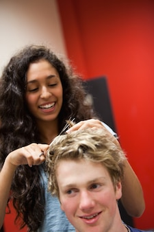 Ritratto di un taglio di capelli femminile parrucchiere