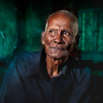 Ritratto di un uomo cambogiano anziano