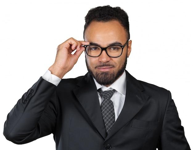 Ritratto di un uomo d'affari sorridente bello, isolato su sfondo bianco