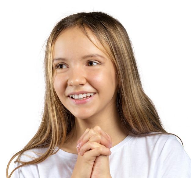 Ritratto di una bella bambina emotiva. isolato su sfondo bianco
