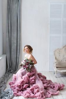 Ritratto di una bella donna. foto di moda