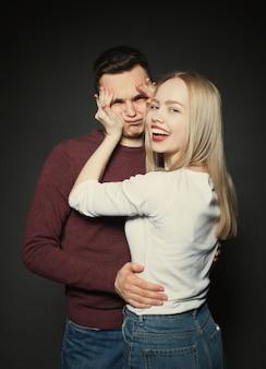 Ritratto di una bella giovane coppia.
