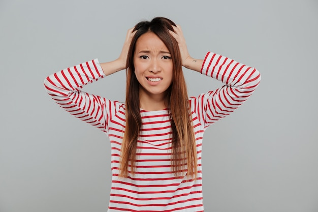 Ritratto di una condizione asiatica confusa della ragazza