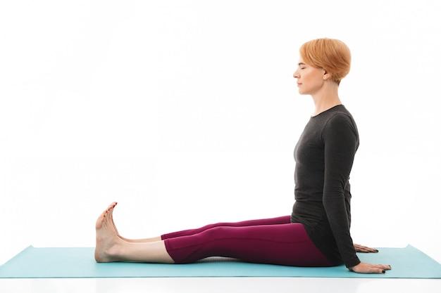 Ritratto di una donna calma yoga